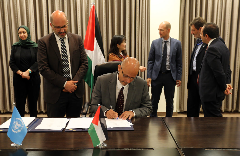 UNDP/PAPP Special Representative, Mr. Roberto Valent, signs the 2018-2022 UNDAF in Ramallah